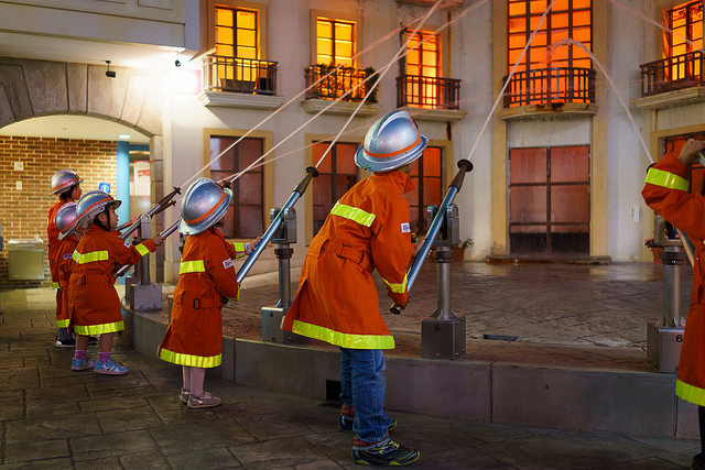 kidzania_firefighters